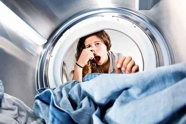 علت انتشار بوی بد از لباسشویی