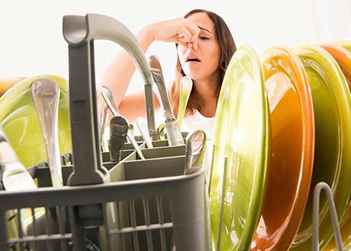 علت بوی بد ماشین ظرفشویی