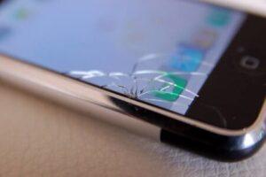 تفاوت بین تعویض گلس و تعویض LCD موبایل آیفون